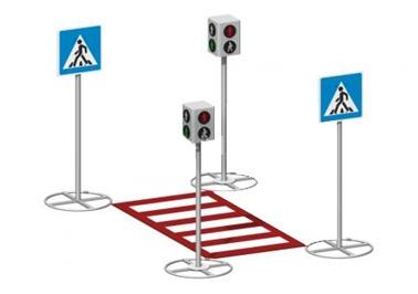 Пешеходный переход со сзнаками и светофорами 26.17 26.17 26.17 26.17